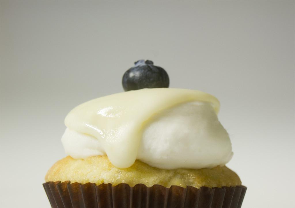 blueberry white chocolate cupcake
