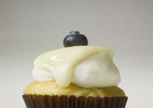 blueberry white choc cupcake