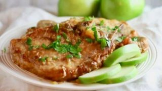 Easy Crockpot Pork Chops and Apples